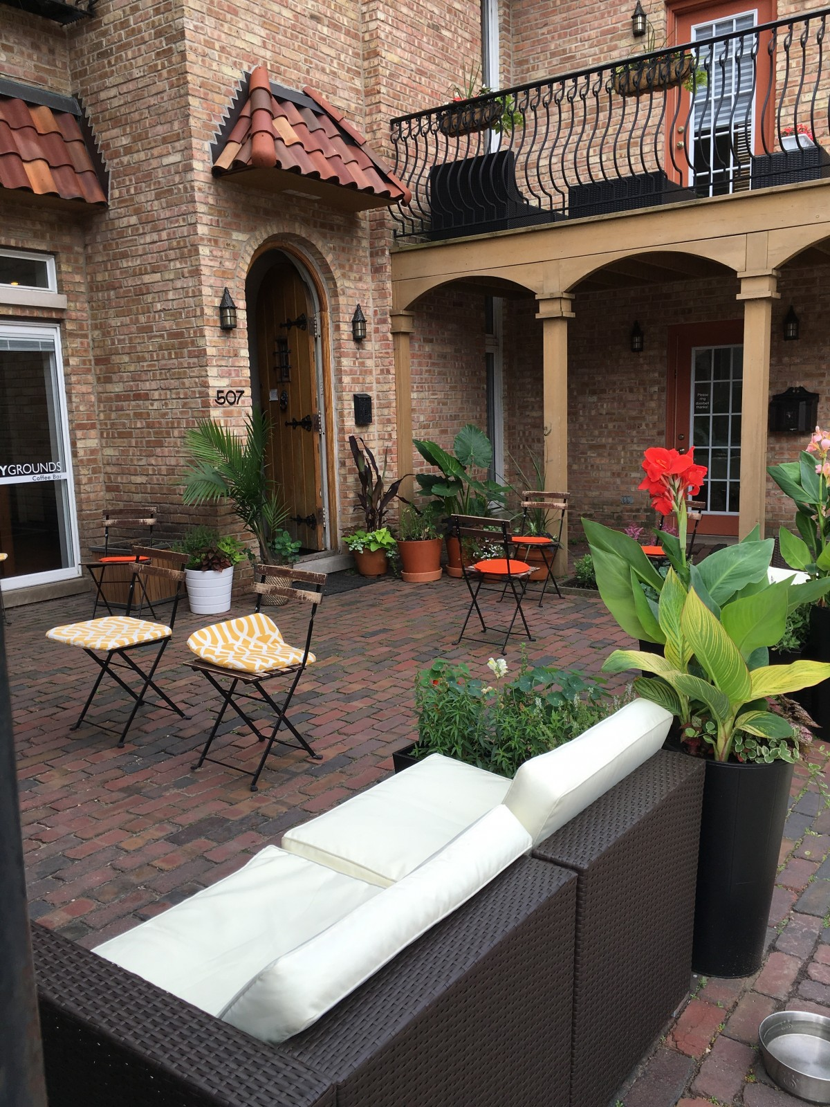 charming al fresco dining u2026 in the heart of lincoln park