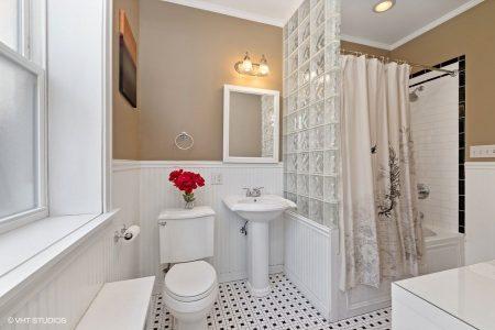 17_2043-W-Farwell-Ave_Unit-1W_13_Master-Bathroom_Web